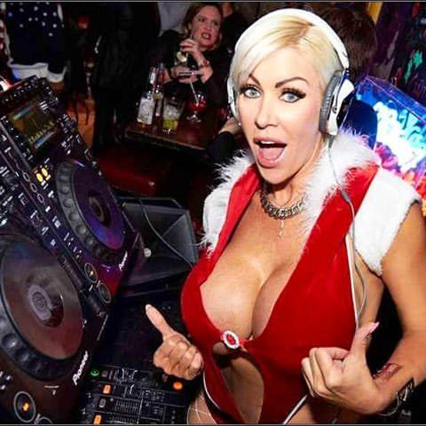 Tania Amazon ¿Qué hace exactamente un DJ en el escenario?