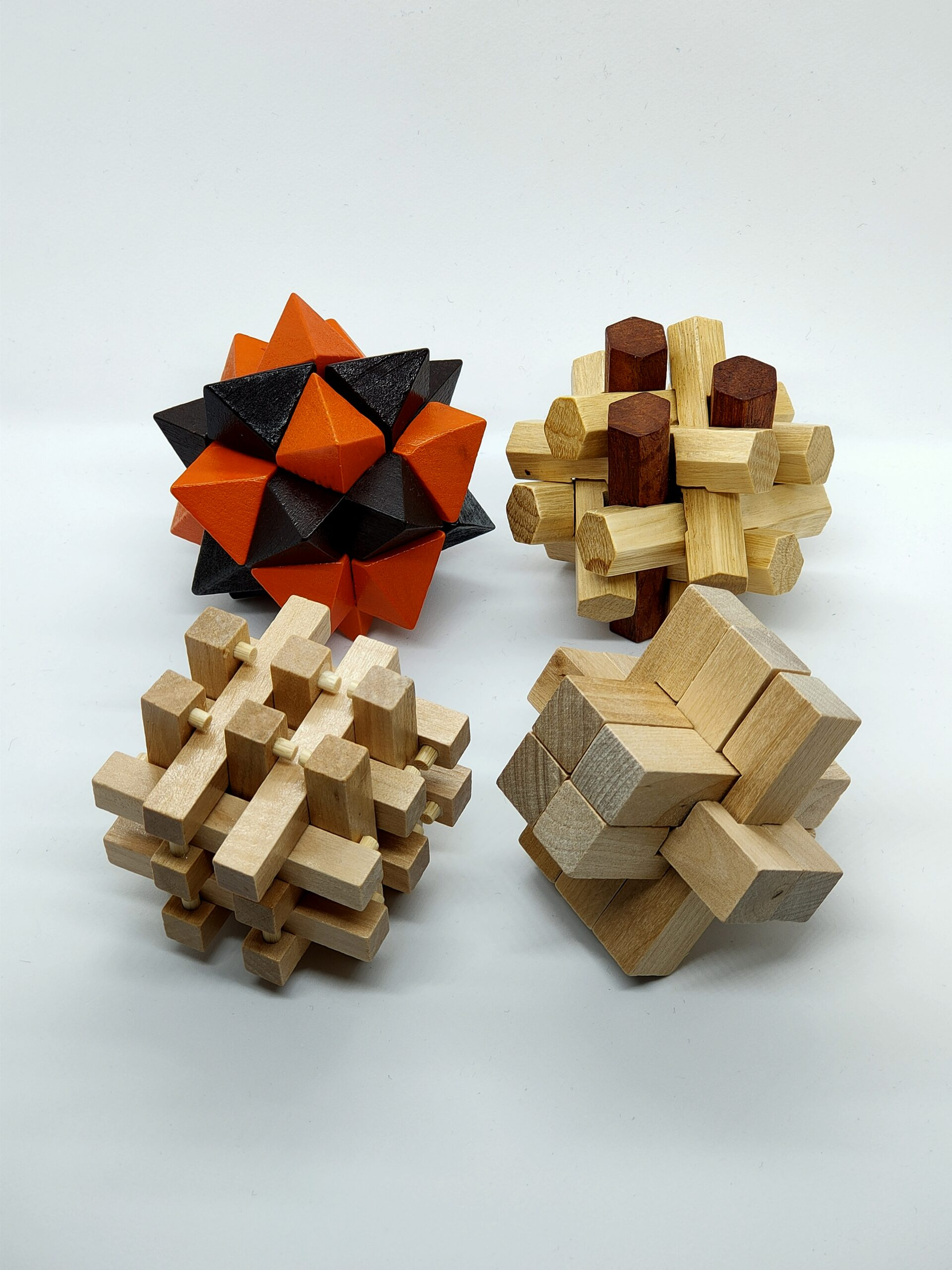 Rompecabezas de madera en tres dimensiones