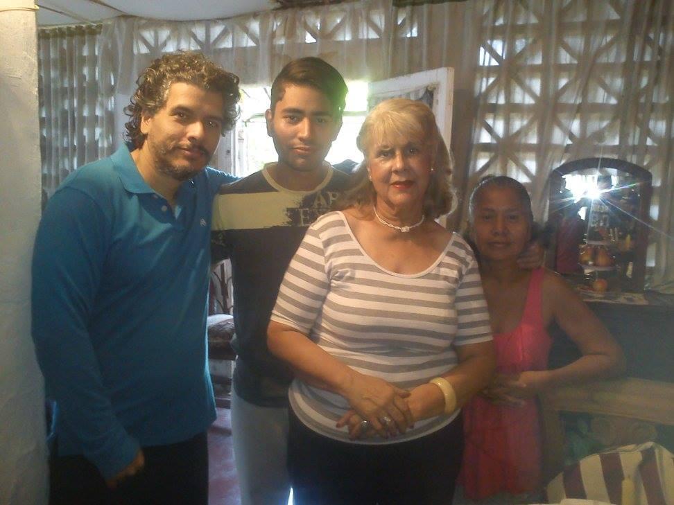 Mamá Loba y familia
